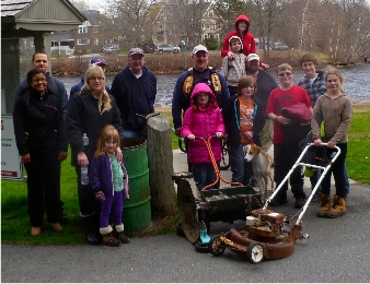 Spring 2014 cleanup volunteers at Hopedale Pond