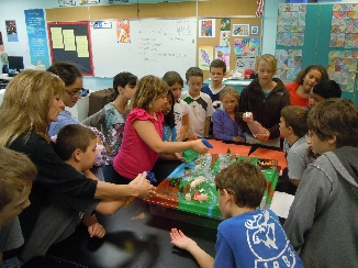 5th grade students learning about watersheds